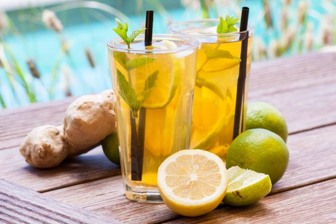 Iced tea with lemon and ginger