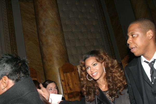 https://cf.ltkcdn.net/costumes/images/slide/104987-600x400-Beyonce-and-Jay-Z.jpg