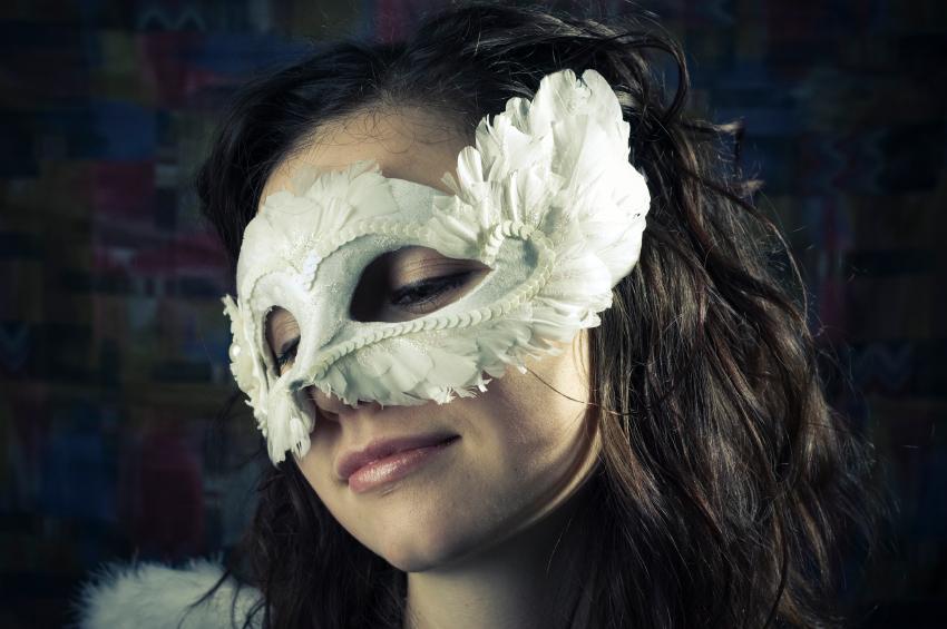 https://cf.ltkcdn.net/costumes/images/slide/105081-850x565-maskedwoman.jpg