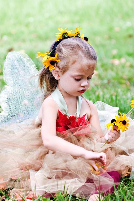 https://cf.ltkcdn.net/costumes/images/slide/105087-566x848-woodland-fairy.jpg