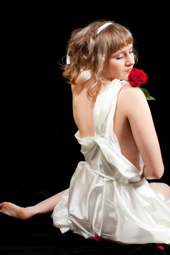 https://cf.ltkcdn.net/costumes/images/slide/105213-566x848-Greek_Goddess_1.jpg