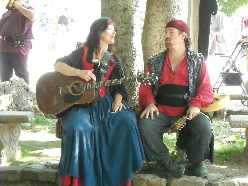https://cf.ltkcdn.net/costumes/images/slide/105226-816x612-Scarborough_Faire_2010_007.jpg