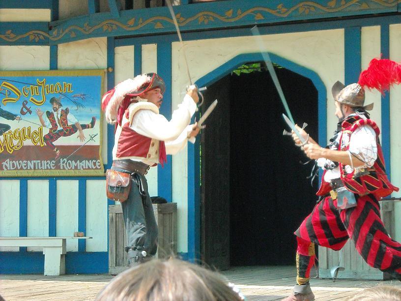 https://cf.ltkcdn.net/costumes/images/slide/105231-816x612-Scarborough_Faire_2010_075.jpg