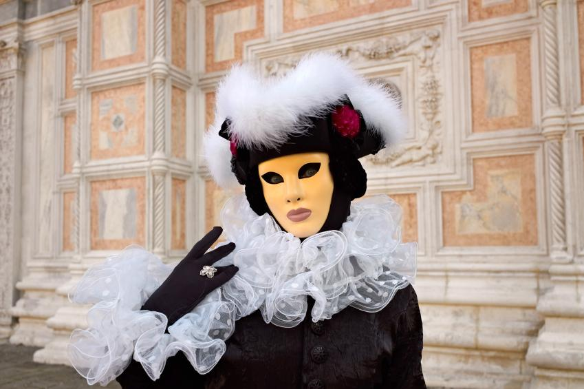 https://cf.ltkcdn.net/costumes/images/slide/105252-849x565-Masked_Woman.jpg
