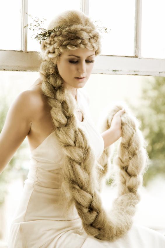 https://cf.ltkcdn.net/costumes/images/slide/105258-566x848-Rapunzel.jpg