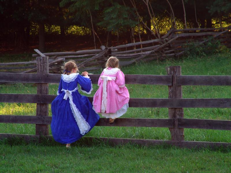 https://cf.ltkcdn.net/costumes/images/slide/105267-800x600-Colonial_Girls.jpg