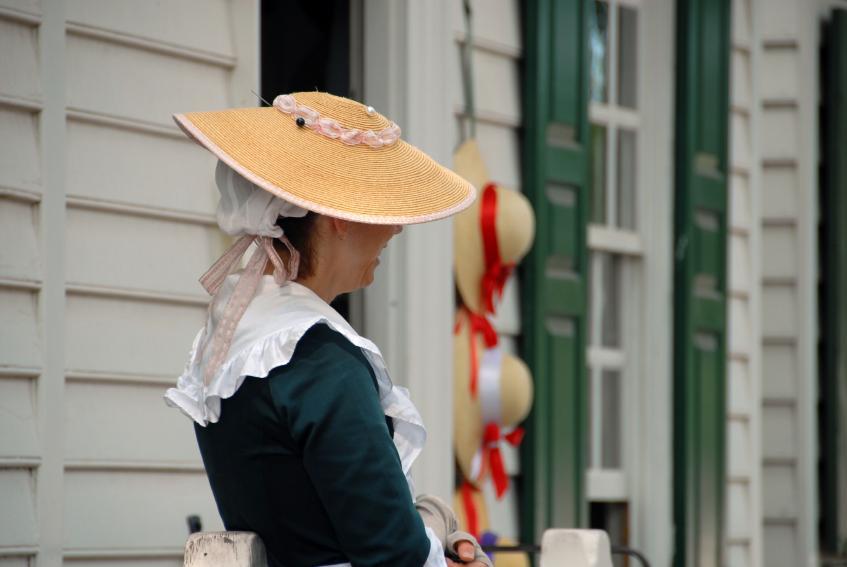 https://cf.ltkcdn.net/costumes/images/slide/105268-847x567-Colonial_Hat.jpg