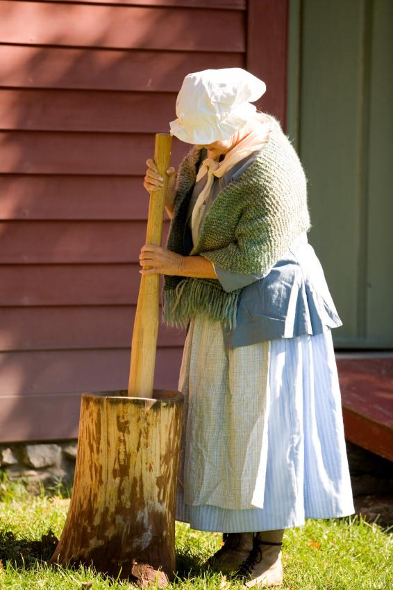 https://cf.ltkcdn.net/costumes/images/slide/105270-566x848-Colonial_Woman2.jpg