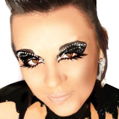 https://cf.ltkcdn.net/costumes/images/slide/142667-400x400-Glitter_Makeup.jpg