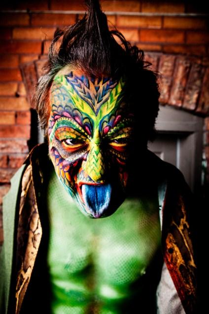 https://cf.ltkcdn.net/costumes/images/slide/145914-424x636r1-LizardMan1.jpg