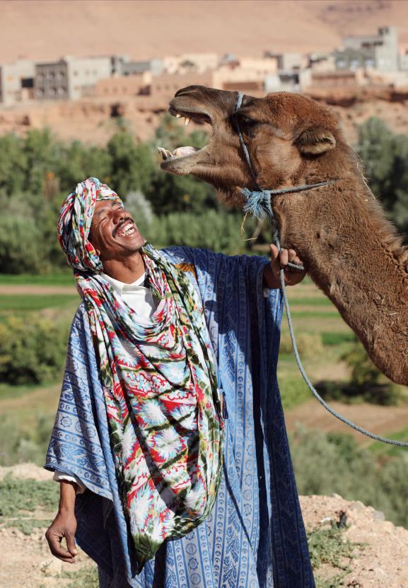 https://cf.ltkcdn.net/costumes/images/slide/145929-577x832r1-national-costume-morocco.jpg