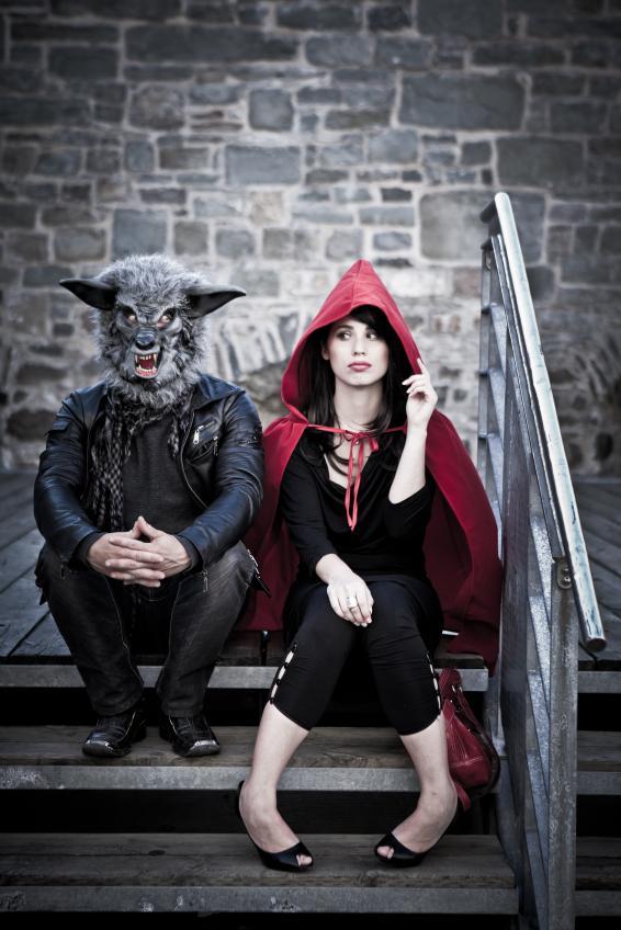 https://cf.ltkcdn.net/costumes/images/slide/146053-566x848r1-group-costume-little-red.jpg