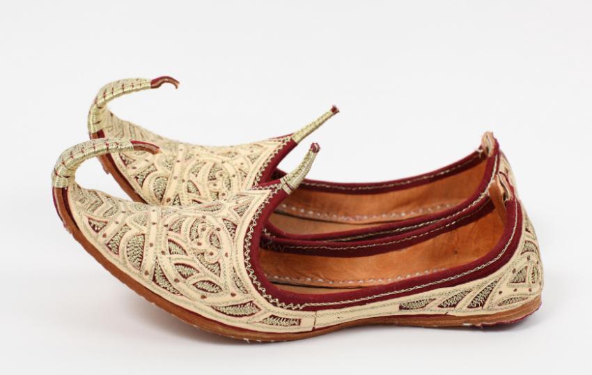 https://cf.ltkcdn.net/costumes/images/slide/154276-850x538r1-arabian-shoes.jpg