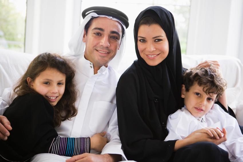 https://cf.ltkcdn.net/costumes/images/slide/154278-849x565r1-arab-family.jpg