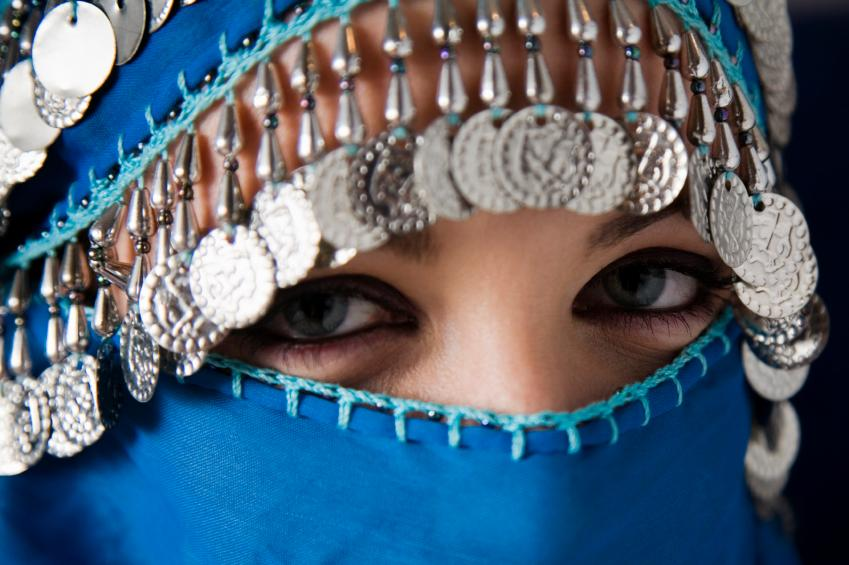 https://cf.ltkcdn.net/costumes/images/slide/154378-849x565r1-arab-woman.jpg