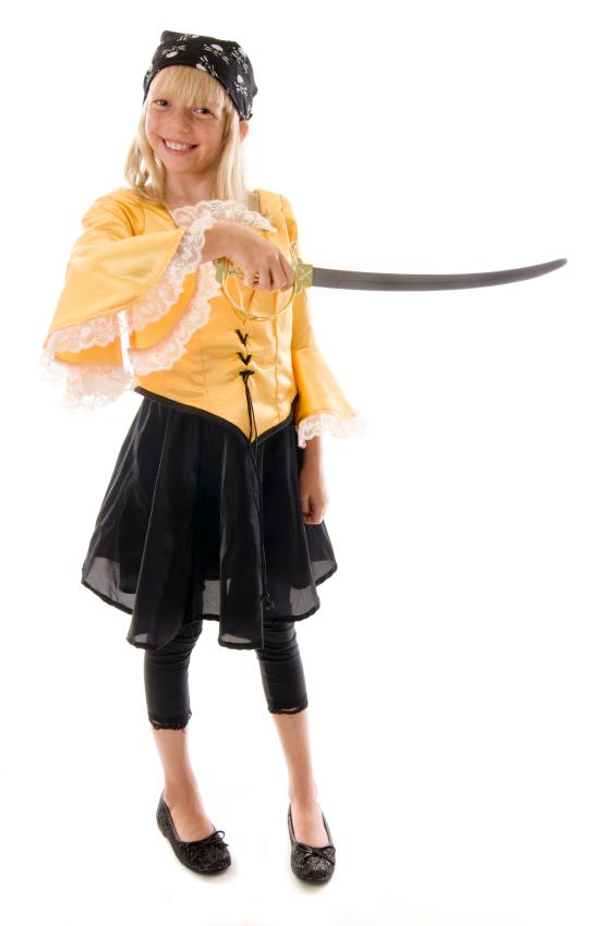 https://cf.ltkcdn.net/costumes/images/slide/165783-565x850-girl-pirate.jpg