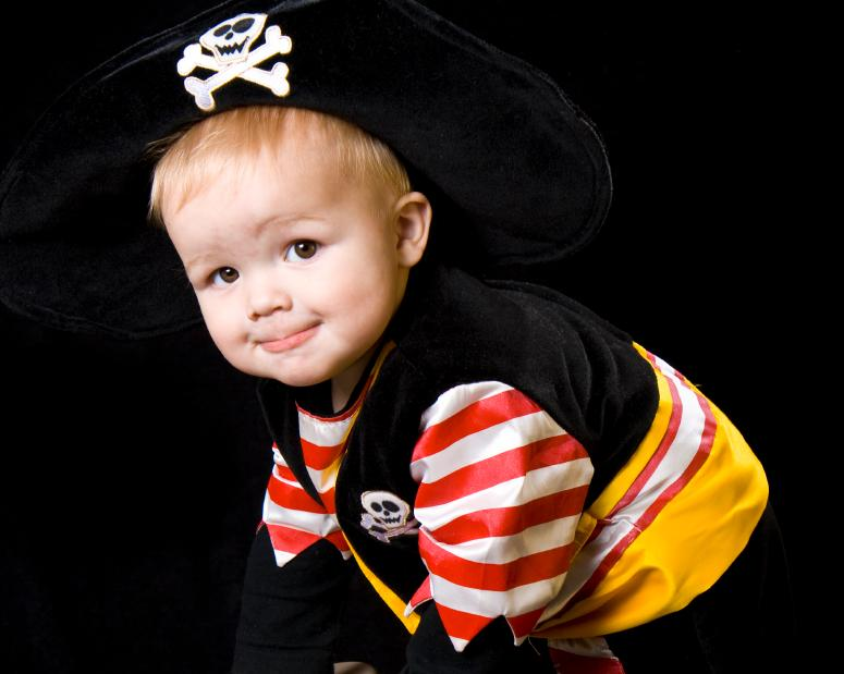 https://cf.ltkcdn.net/costumes/images/slide/165788-775x619-baby-pirate.jpg