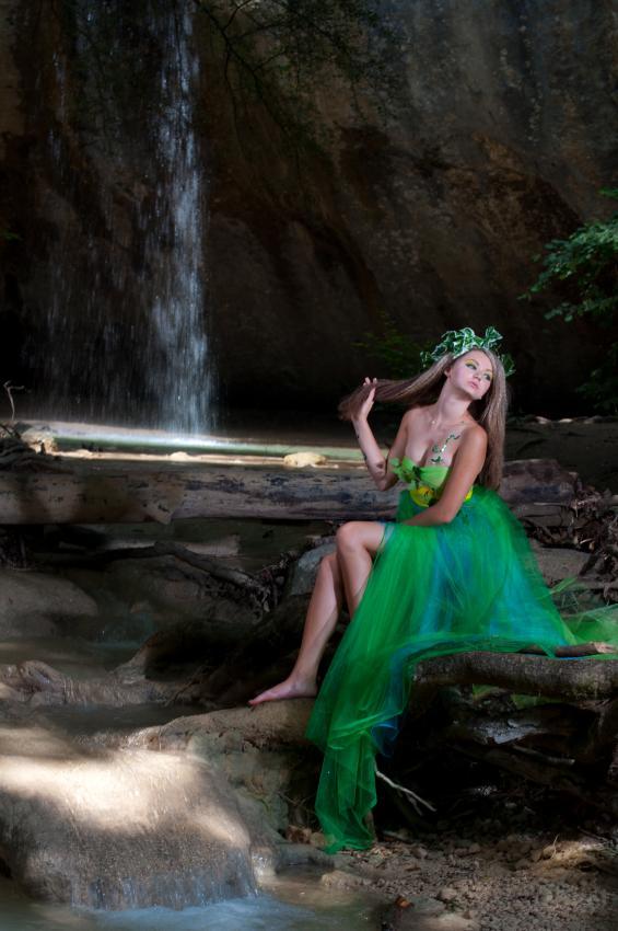 https://cf.ltkcdn.net/costumes/images/slide/167169-565x850-forest-fairy.jpg