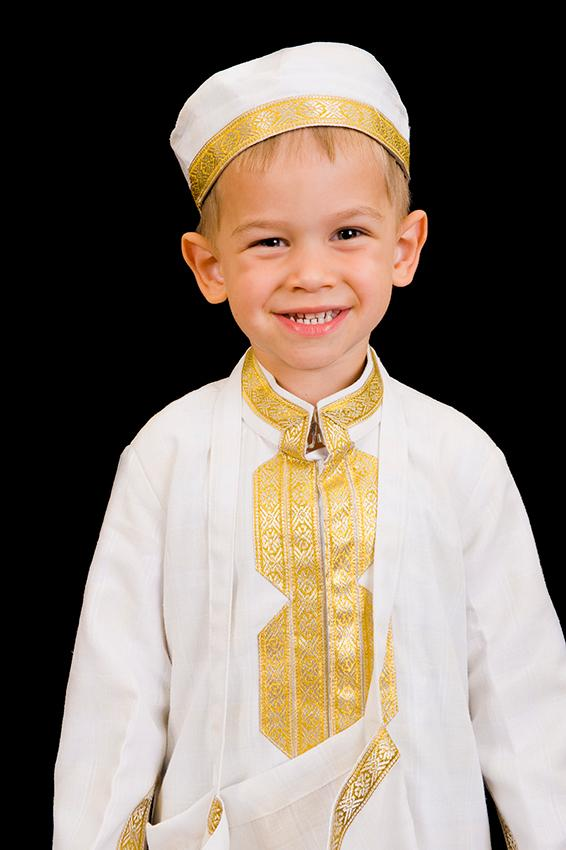 https://cf.ltkcdn.net/costumes/images/slide/167334-566x850-Arabian-boy-traditional-dress.jpg