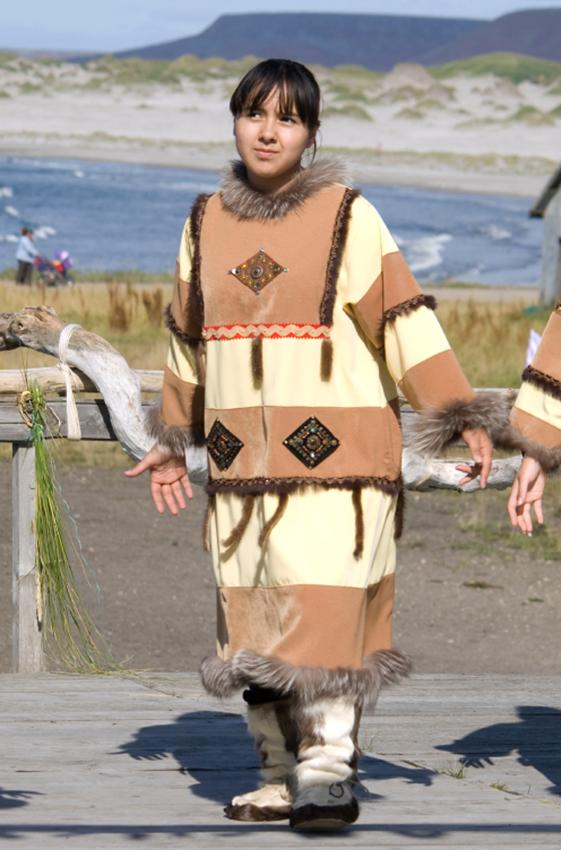 https://cf.ltkcdn.net/costumes/images/slide/167338-561x850-Aleut-girl-in-traditional-clothes.jpg