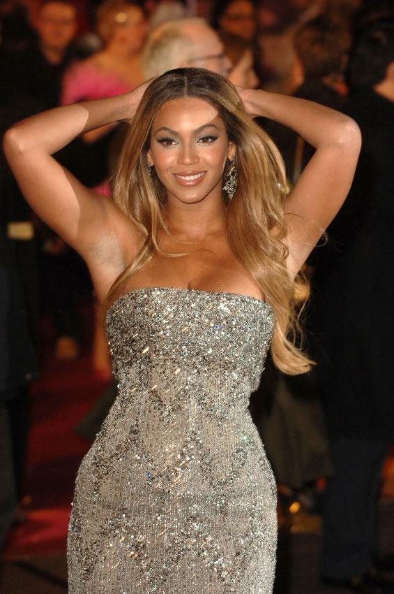 https://cf.ltkcdn.net/costumes/images/slide/186960-565x850-beyonce-in-sparkly-gown.jpg