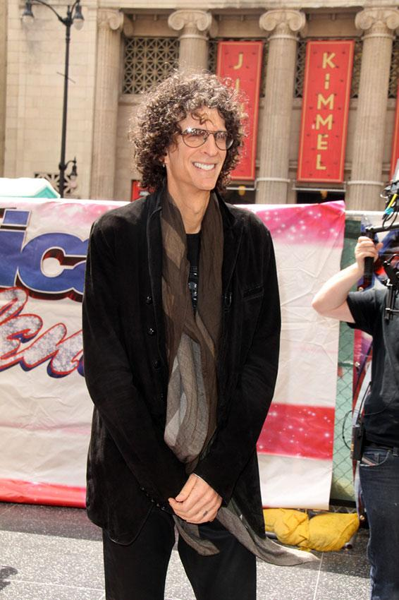 https://cf.ltkcdn.net/costumes/images/slide/186984-566x850-howard-stern-wearing-scarf.jpg