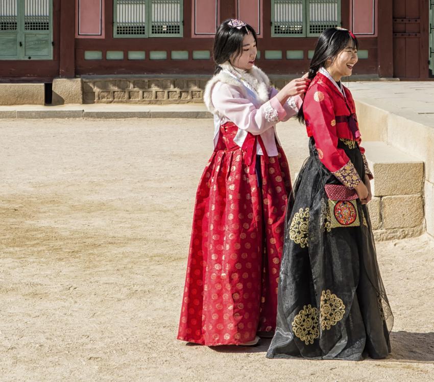 https://cf.ltkcdn.net/costumes/images/slide/202919-850x748-hanbok_crop.jpg