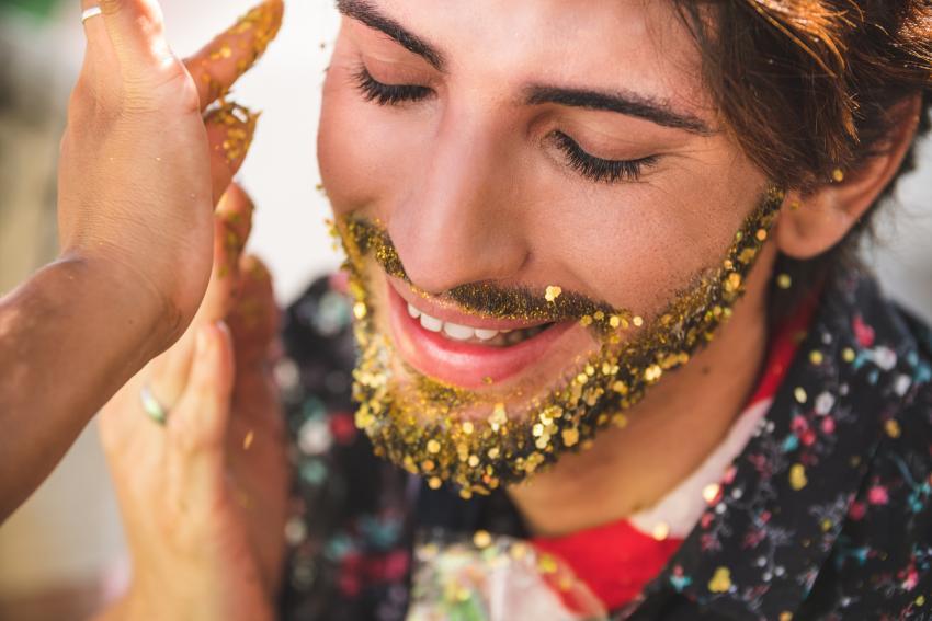 https://cf.ltkcdn.net/costumes/images/slide/247427-850x567-glitter-beard.jpg