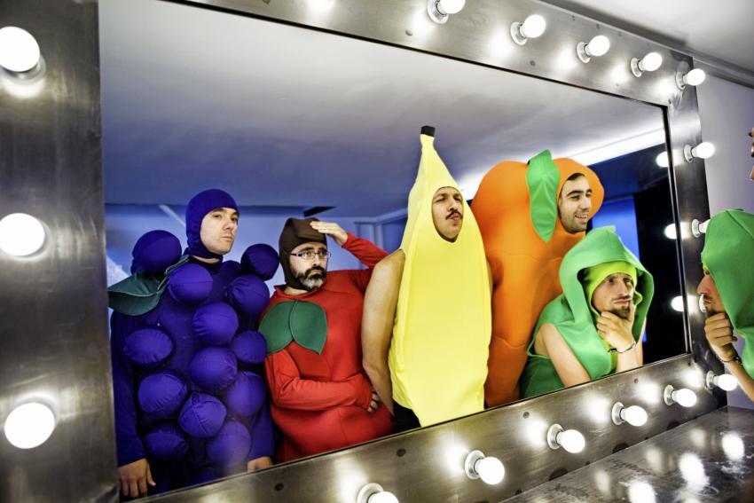 https://cf.ltkcdn.net/costumes/images/slide/247430-850x567-fruit-costumes.jpg