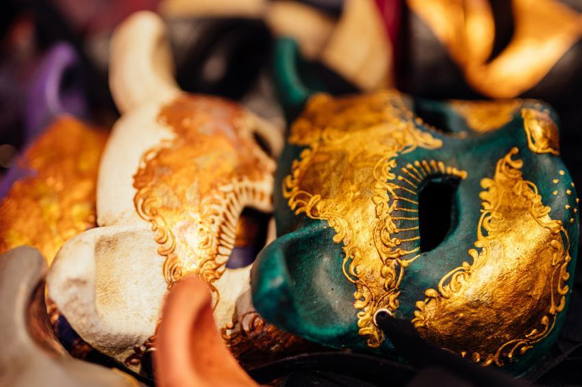 https://cf.ltkcdn.net/costumes/images/slide/247764-850x566-carnival-animal-masks.jpg