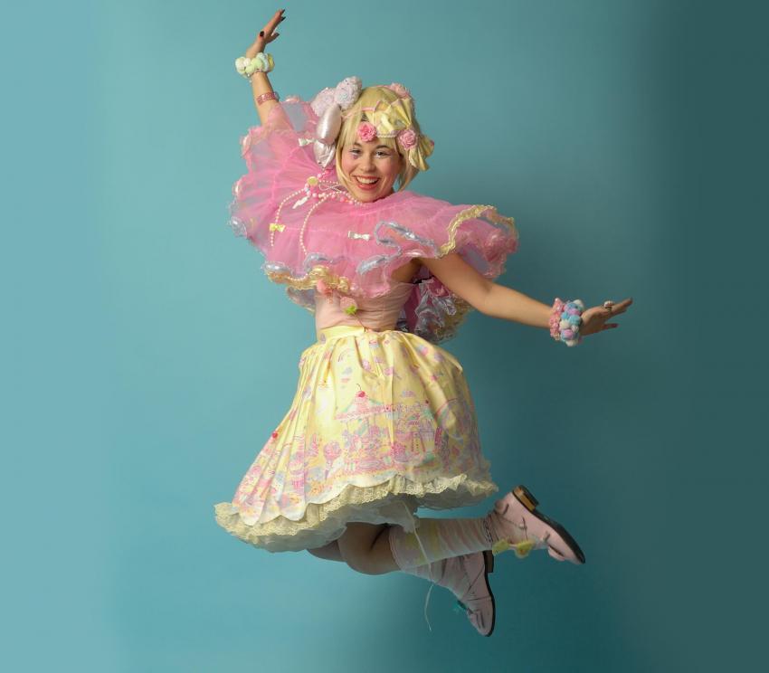 https://cf.ltkcdn.net/costumes/images/slide/249950-850x744-3-adult-costume-ideas.jpg