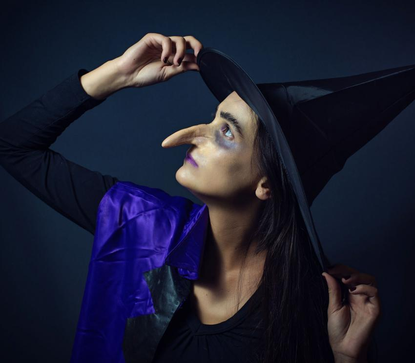 https://cf.ltkcdn.net/costumes/images/slide/249954-850x744-7-adult-costume-ideas.jpg