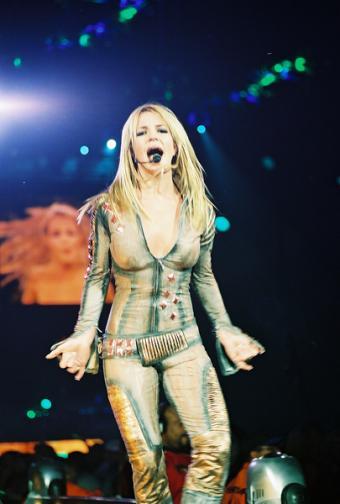 https://cf.ltkcdn.net/costumes/images/slide/104975-405x600-Spears-6.jpg