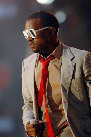 https://cf.ltkcdn.net/costumes/images/slide/105003-319x480-Kanye-West-33109.jpg