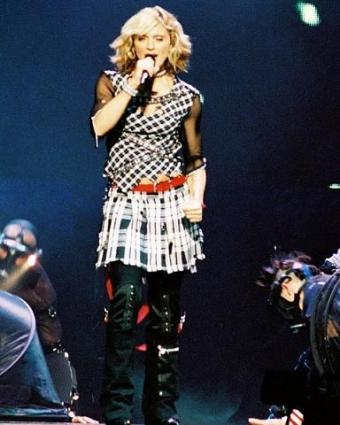 https://cf.ltkcdn.net/costumes/images/slide/105009-384x480-Madonna-33109.jpg