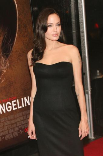 https://cf.ltkcdn.net/costumes/images/slide/105053-396x600-Angelina-Jolie.jpg