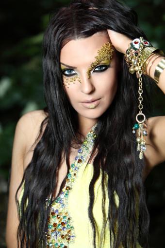 https://cf.ltkcdn.net/costumes/images/slide/105082-566x848-sorceress.jpg
