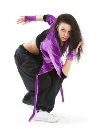 https://cf.ltkcdn.net/costumes/images/slide/105132-605x793-Breakdancer.jpg