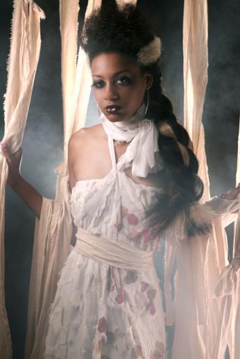 https://cf.ltkcdn.net/costumes/images/slide/105167-566x848r1-Bride-of-Frankenstein.jpg