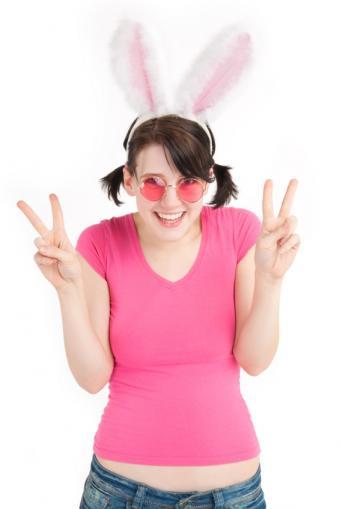 https://cf.ltkcdn.net/costumes/images/slide/105178-566x848-casual_pink_bunny.JPG
