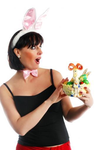 https://cf.ltkcdn.net/costumes/images/slide/105185-566x848-ears_and_bow_tie.JPG