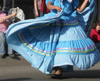 https://cf.ltkcdn.net/costumes/images/slide/105199-771x623-mexican_dance.JPG