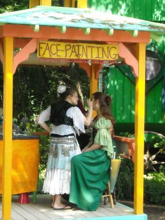 https://cf.ltkcdn.net/costumes/images/slide/105229-612x816-Scarborough_Faire_2010_025.jpg
