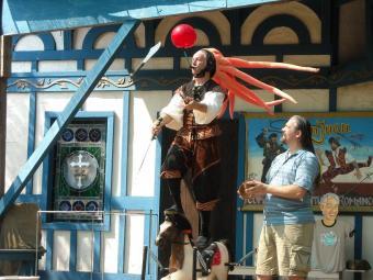 https://cf.ltkcdn.net/costumes/images/slide/105230-816x612-Scarborough_Faire_2010_032.jpg