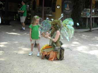 https://cf.ltkcdn.net/costumes/images/slide/105232-816x612-Scarborough_Faire_2010_078.jpg