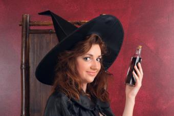 https://cf.ltkcdn.net/costumes/images/slide/105255-849x565-Witch.jpg