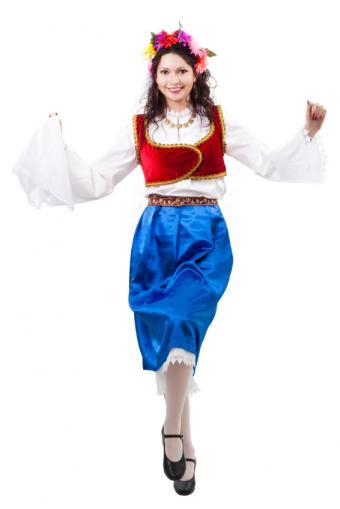 https://cf.ltkcdn.net/costumes/images/slide/145923-566x848r1-national-costume-greece.jpg