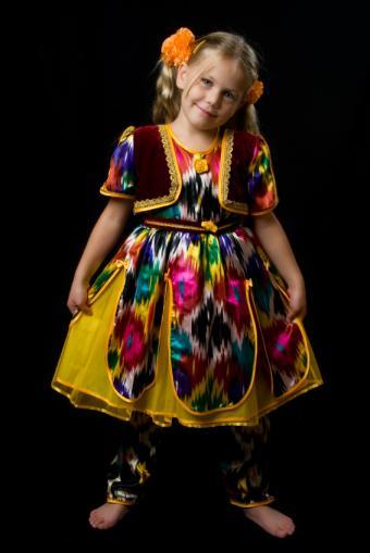 https://cf.ltkcdn.net/costumes/images/slide/145928-566x848r1-national-costume-uzbek.jpg
