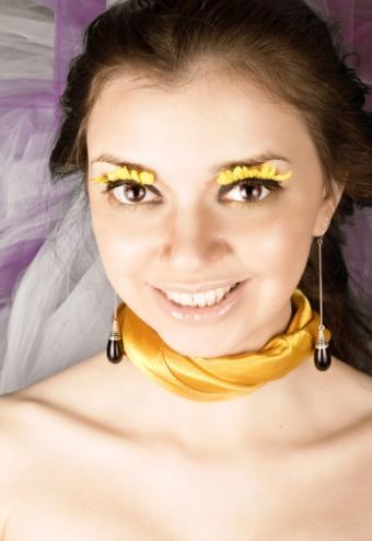 https://cf.ltkcdn.net/costumes/images/slide/159462-529x768-costumecontactlens4.jpg