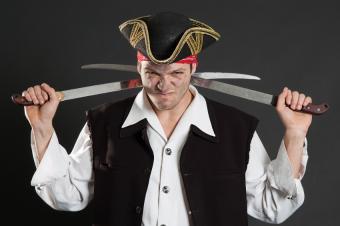 https://cf.ltkcdn.net/costumes/images/slide/165787-850x565-teen-boy-pirate.jpg